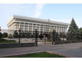 Президент Кыргызстана поручил легализовать казино во всей стране